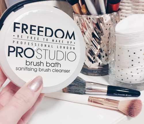 Мыло для кистей Freedom Makeup Professional Studio Brush Bath Paste фото 5