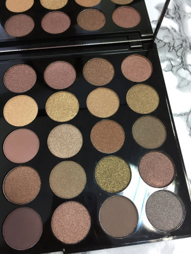 Палетка теней Makeup Revolution Pro HD Palette Amplified 35 - Commitment фото 8