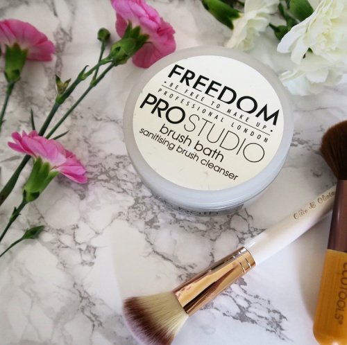 Мыло для кистей Freedom Makeup Professional Studio Brush Bath Paste фото 3