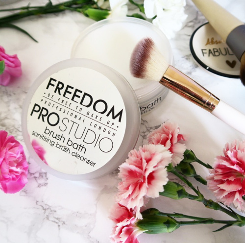 Мыло для кистей Freedom Makeup Professional Studio Brush Bath Paste фото 4